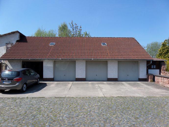 Neustadt - 4 Familienhaus, 4 Garagen und Bauland