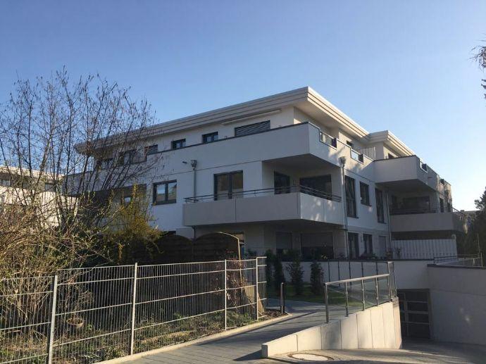 Hier werden Wohnträume erfüllt: neuwertige 3-Zimmer-Penthousewohnung mit großer Dachterrasse und uns