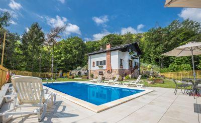 Ferienhaus mit 3 Wohnungen, Garten mit Schwimmbad und Blick vom See