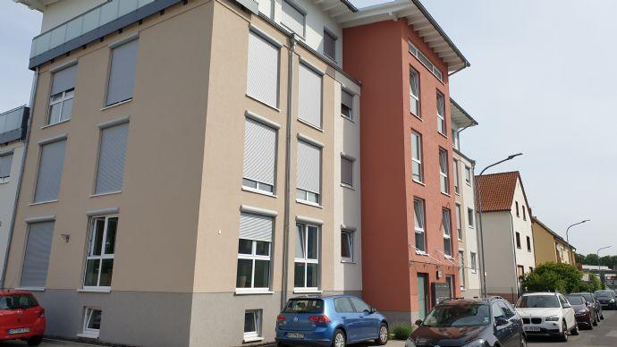 Attraktive 4-Zimmer-Neubauwohnung mit EBK und Balkon mit bester Verkehrsanbindung im Herzen von Ober