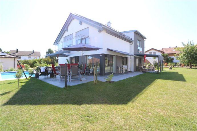 WOW!! Geschmackvoller KfW 40+ Neubau mit gehobener Ausstattung, Pool, PV-Inselsyst. in Frontenhausen