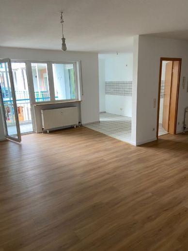 Schön renovierte 3-Zimmer-Wohnung in Erlangen Büchenbach mit 2 Balkonen