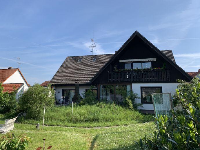 EFH mit Einliegerwohnung im OG samt Wintergarten, Kamin, Sauna, großzügigem Garten und zwei Garagen