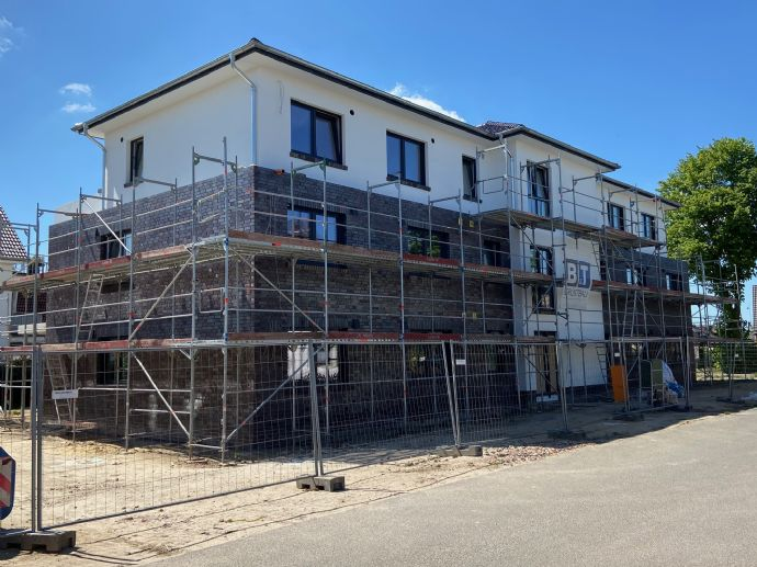 Neubau 8-Familienhaus nach KFW 55 Standard