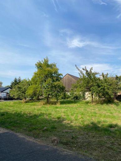 Bad Münstereifel- Ortsteil, voll-erschlossenes Baugrundstück in herrlicher Seitenlage, keine Neubaugebiet, ca. 689 m² Süd-/Westlage