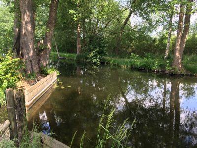 Herrliches Wassergrundstück am Inselkanal mit 75 Meter Wasserlinie und eigenem Hafen !