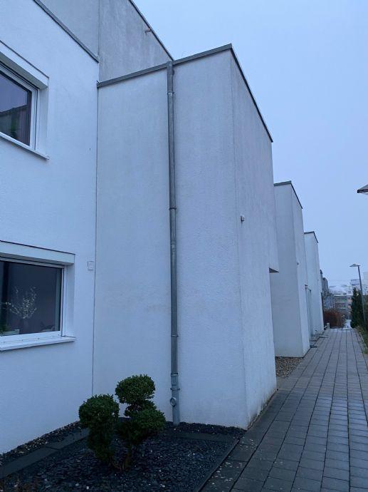 1 Familienhaus + Garage + KFZ Stellplatz + Garten
