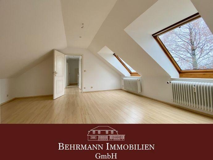 Kuschelige Maisonette-Dachgeschoss-Wohnung im Grünen