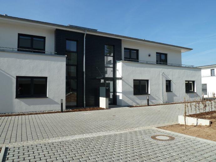wunderschöne Neubau-Penthousewohnung mit umlaufender Dachterasse und Traumblick, inkl. EBK, TG, Aufzug