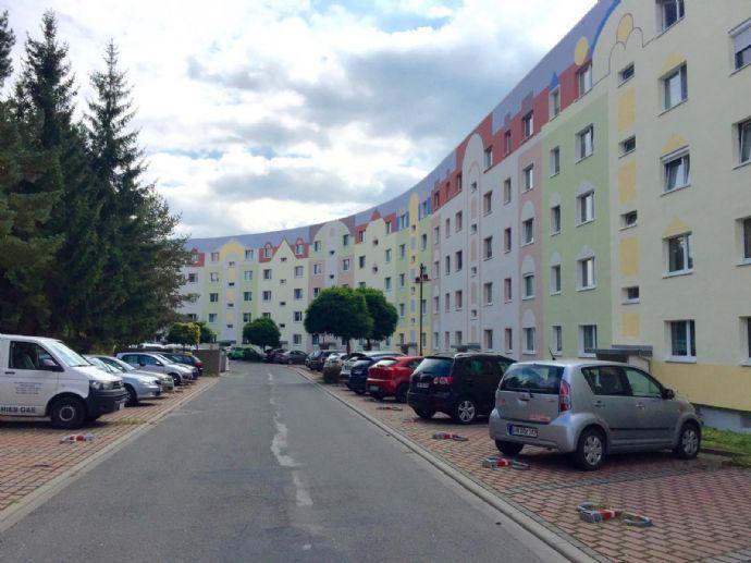 3-ZKB mit Balkon, großer Wohnküche (inkl. EBK) und Fernblick in Stadtroda