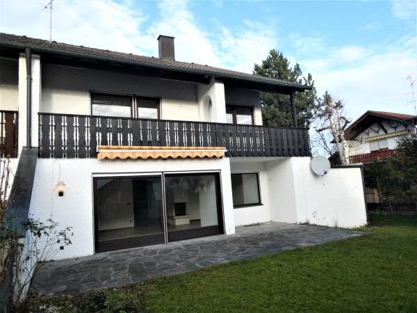 Engel & Völkers: Zentral gelegene Doppelhaushälfte mit viel Platz für Ihre Familie!