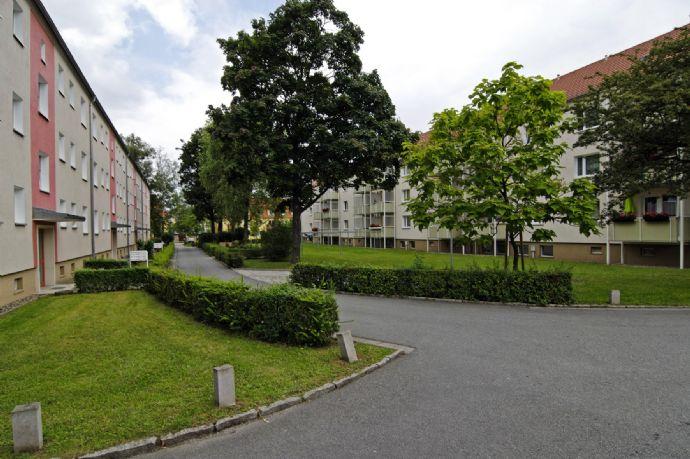 Einziehen & wohlfühlen: Neu sanierte 3-Raumwohnung mit Balkon im Grünen
