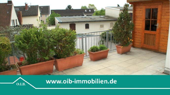 25 m² Dachterrasse, Nähe Mercedes Rheinmetall, große 2 Zi., Parkett, EBK, Vollbad mit Fenster, Markise