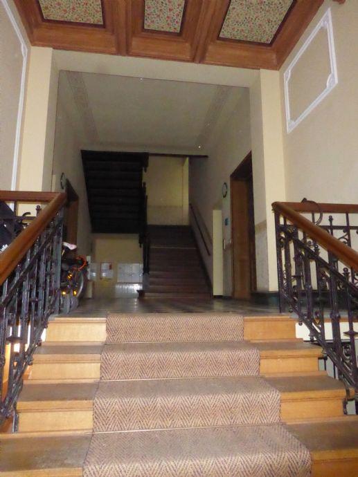 Wohnen in der Südvorstadt - 2-Raum-Wohnung mit geräumigen Erker-Wohnzimmer, Einbauküche und Tageslichtbad in der Südvorstadt zu vermieten