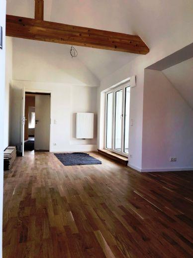 GÖGGINGEN Moderne und sanierte 4 ZKB- Penthousewohnung mit Terrasse und Balkon (ERSTBEZUG)W8