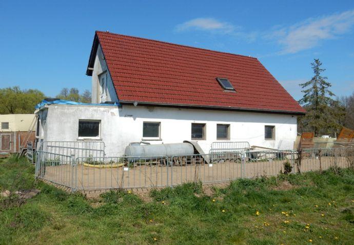 Haus mit viel Land für landwirtschaftliches Gewerbe!