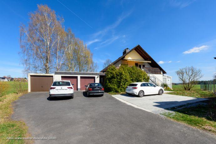 Großes Haus mit 3 Garagen und sehr viel Platz in sehr ruhiger, grüner Lage