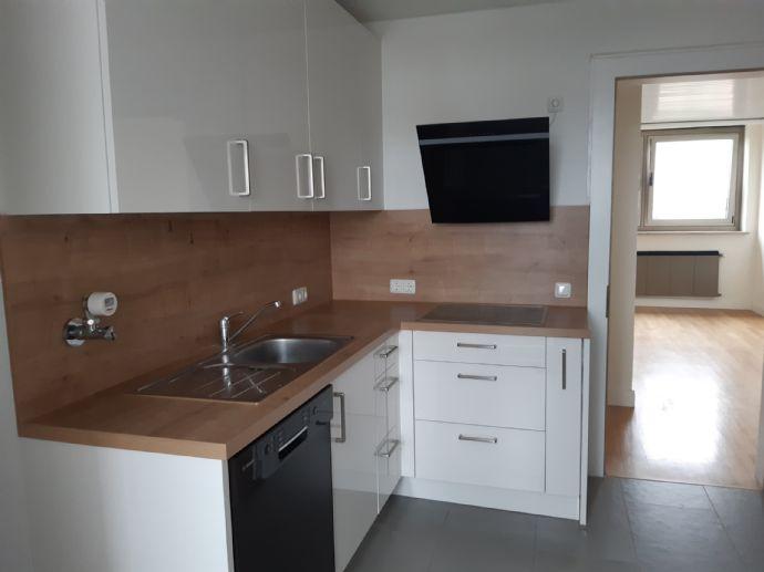 Großzügige Wohnung mit Blick über München * 2 Bäder + Küche * WG möglich - PENTHOUSE