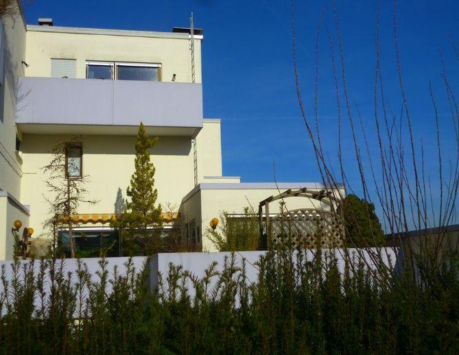 Ein echtes Unikat! Haus im Haus mit 5,5 Zimmern, 161 m² Wohnfläche, 3 Freisitzen & Kaminzimmer in herrlicher Stadtrandlage!