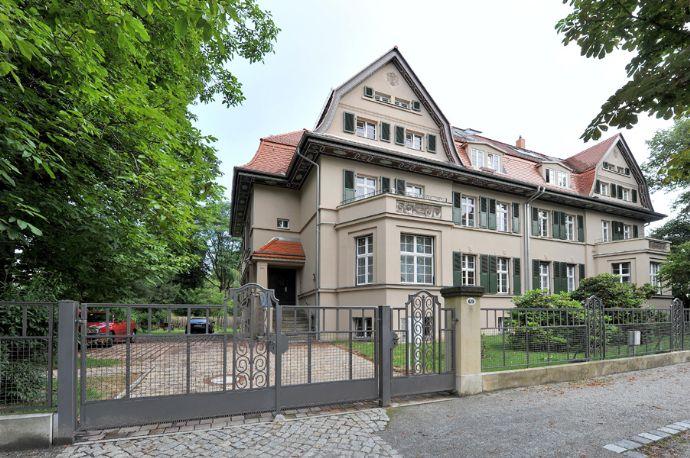 """NEU - Gründerzeitvilla in absoluter Top-Lage am """"Großen Garten"""" mit Fernblick"""