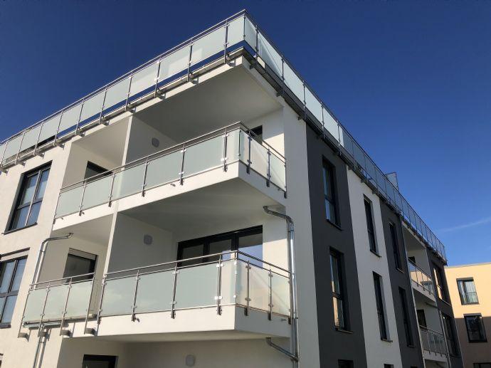 ***Erstbezug*** Exclusive 82,50 m² 3-Zimmer-Wohnung mit Balkon. In zentraler Lage in Bad Salzuflen. Tiefgarage, Aufzug, Barrierefrei, KFW55