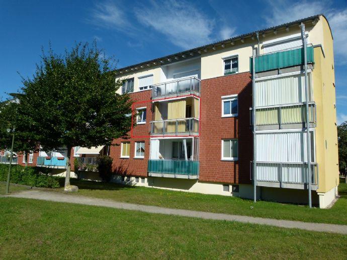 Helle, ruhige Wohnung mit verglastem Balkon und Stellplatz