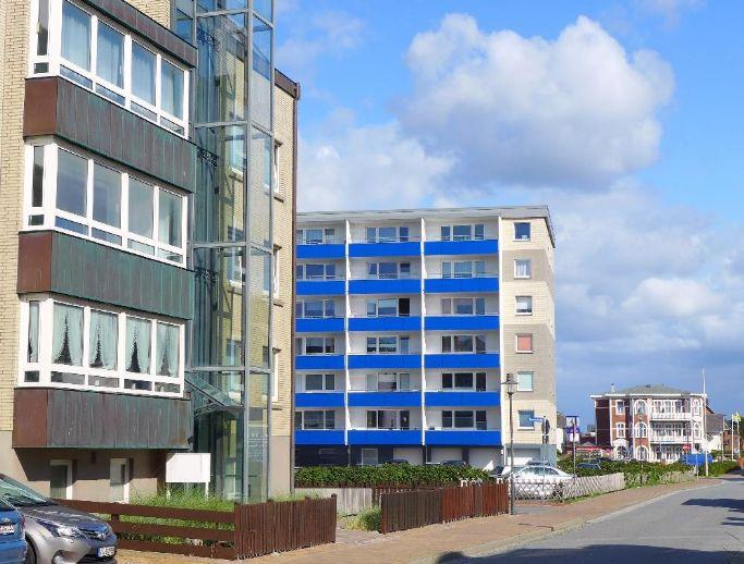 STRANDNAHE, großzügie Wohnung mit verglaster Loggia und Einrichtungsmöglichkeiten !