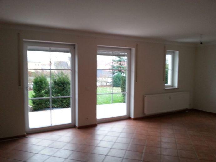 Dreizimmer_EG_Wohnung mit gehobener Ausstattung in einem Sechsfamileinhaus ab 01.10.19 zu vermieten.
