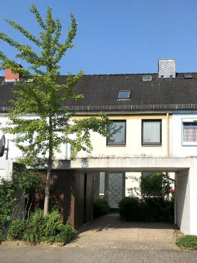 Hübsches Reihenmittelhaus mit Carport, Garten und Ausbaureserve