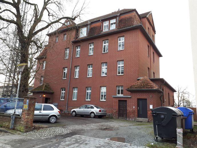 Große und freundliche 3 R.-Wohnung mit Einbauküche und Terrasse in der Frankenvorstadt