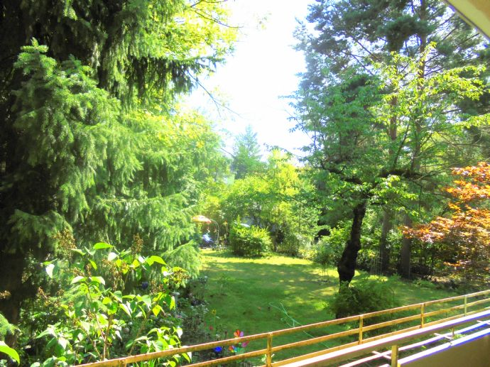 hell + gepflegt + ruhig --- Balkon mit Gartenblick