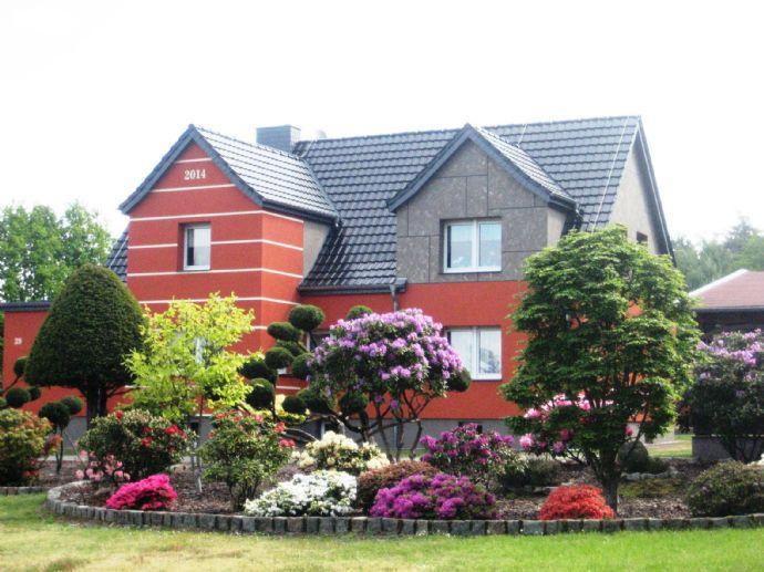 Schickes, luxeriöses Ein -oder Zweifamilienhaus mit wunderschönem Garten und Pool
