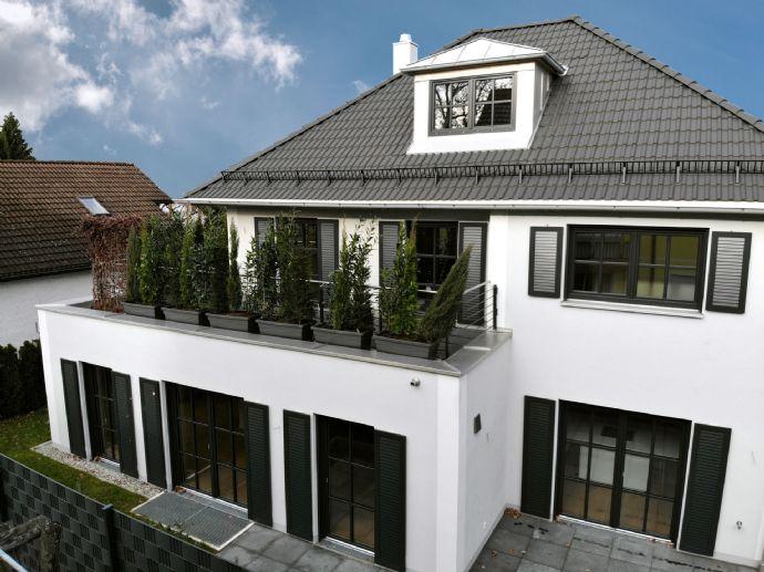 Jetzt bezugsfertig: Exklusive und zeitlose Villa in Südausrichtung