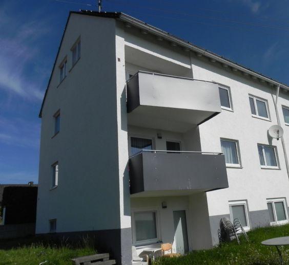 Moderne 2,5-Zi.DG- Wohnung mit Tageslichtbad