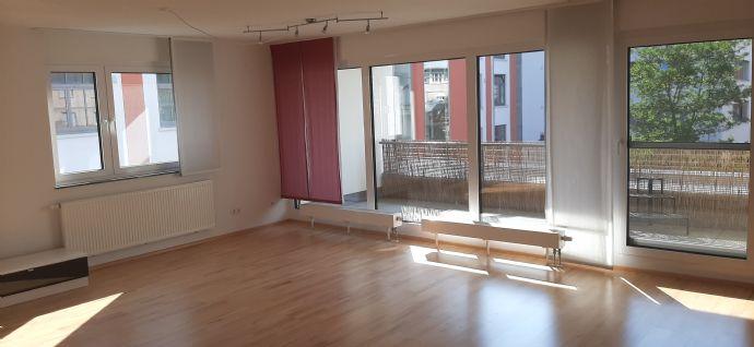 3,5-Zimmer-Wohnung mit Balkon, EBK und 2 TG Stellplätzen