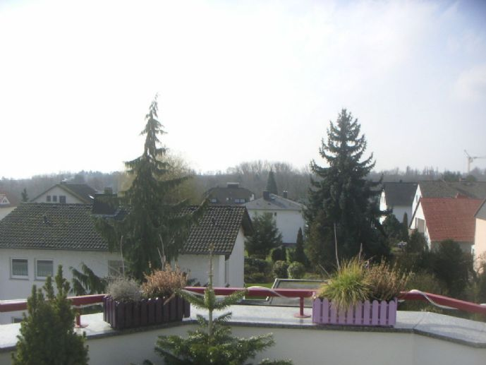 Sehr schöne 4-Zimmer-Dachgeschosswohnung mit riesiger Dachterrasse in Kriftel/Ts
