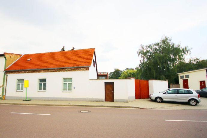 Zwei Häuser auf einem Grundstück in Gröbzig