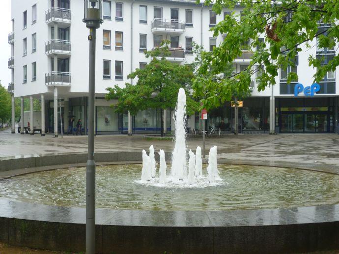 Fußgängerzone, Allee-Center und Seenähe