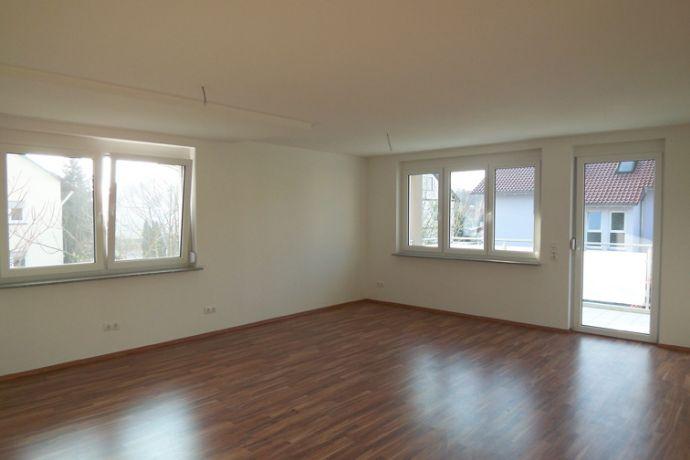 3 1/2--Zi.-OG-Wohnung mit Balkon und PKW-Stellplatz in Top-Zustand