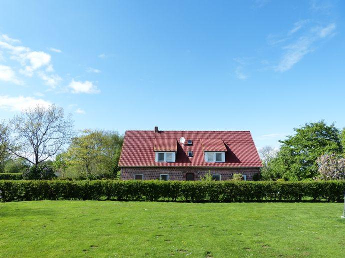 Rendite in Ruhwarden mit barrierefreien Ferienwohnungen + wohnen im sanierten und renovierten Mehrfamilienhaus in Butjadingen an der Nordsee