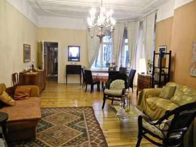 Komplett möblierte 4- Zimmer im italienischen Florenz-Stil mit Klavierflügel in exklusiver Kudamm-Seitenstraße