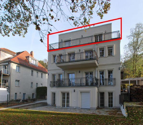 DG-Wohnung mit umlaufender Terrasse in Neubau-Villa mit Wasserzugang