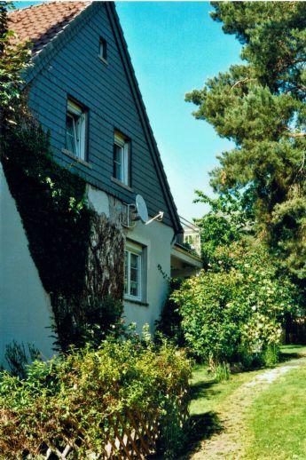 Sanierungsbedürftiges Einfamilienhaus mit Nebengebäude