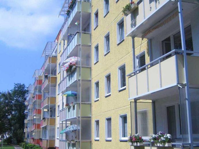 500 Umzugsprämie: Schöne 3-Raum-Wohnung mit Balkon und saniertem Bad