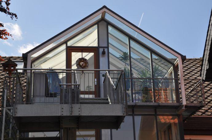 Top renovierte 3-Zimmer-Altbauwohnung! Mit Balkon und Wintergarten