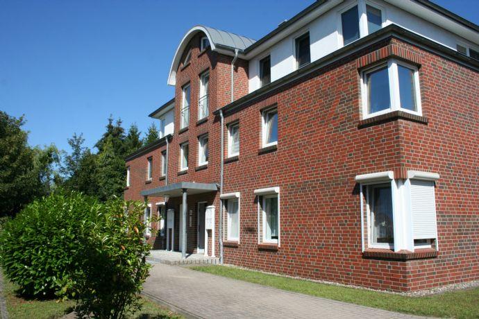 3. Zimmer frisch renovierte Wohnung , Küche Neu , 1 OG Pinneberg , Zentrumsnah , 2 Balkone