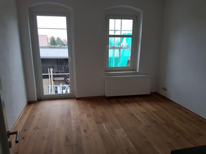 Helle & geräumige 2 Raumwohnung + große Dusche + Balkon
