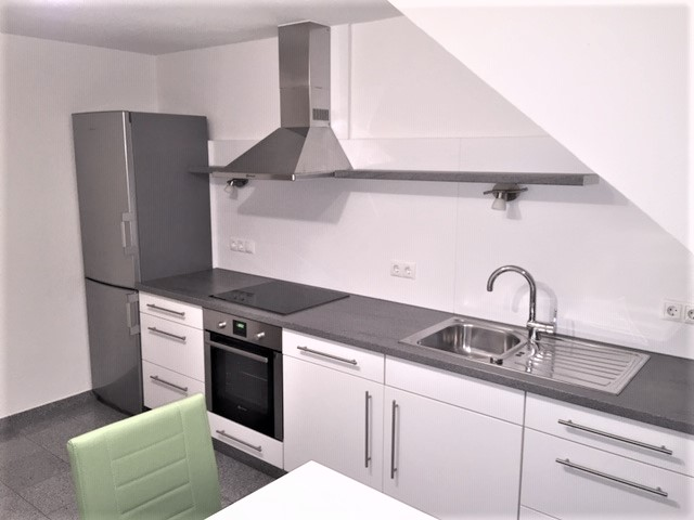 Schicke bezugsfertige 1-Zimmerwohnung - möbiliert - im Dachgeschoss in Güls für 1 Person