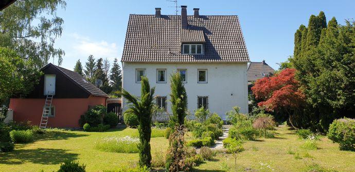 1000 qm Gartenparadies mit großem Haus mitten in Mühldorf am Inn
