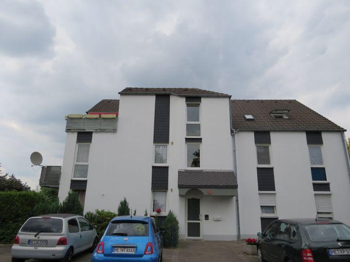 Gemütliche helle 2-Zi.-Dachgeschosswohnung in direkter Rheinnähe in Monheim